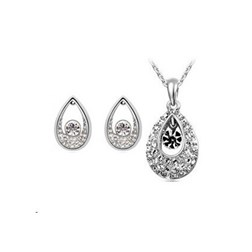 Austria Crystal Artisan Jewelry Set in White Gold Plated